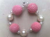 bracciale uncinetto rosa e perle