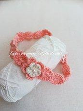 Fascia bimba in puro cotone lavorata a mano con fiore