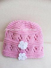Cappello bimba in puro cotone con fiori bianchi