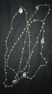 Collana con cristalli, charms e filato gioiello