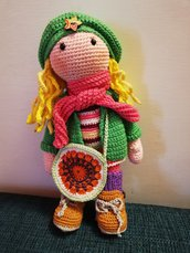 Bambola uncinetto bionda