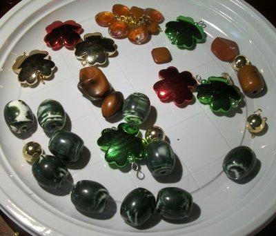 34 perle miste