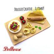 Miniature Dollhouse - vassoio preparazione tagliatelle al pomodoro con uova e pomodorini - handmade kawaii idea regalo
