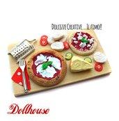 Miniature dollhouse - preparazione pizza margherita con formaggio e grattugia, pomodoro, mozzarella, basilico - idea regalo kawaii