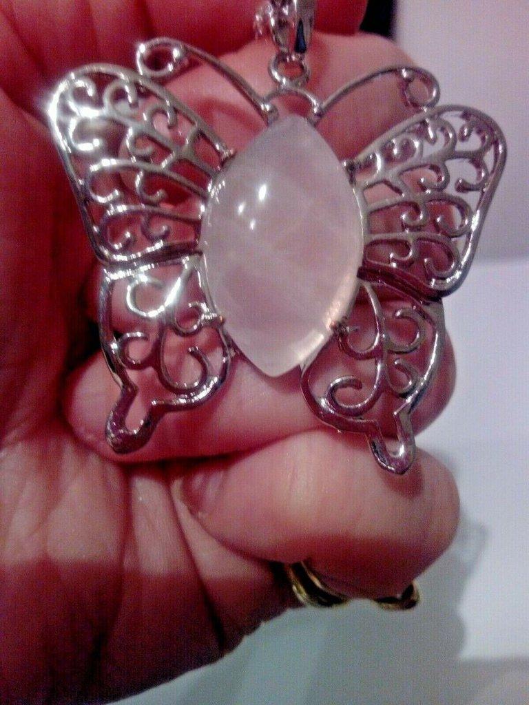Collana donna con ciondolo farfalla in quarzo rosa pietra dura naturale chakra cristalloterapia
