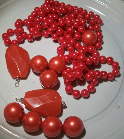 10 perle miste piu' una collana intera