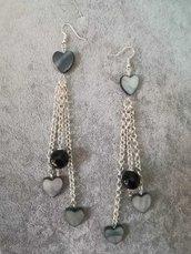orecchini pendenti donna madreperla grigia a forma di cuore agata nera sfaccettata