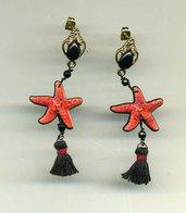 ORECCHINI pendenti con stella marina rossa e nappina nera