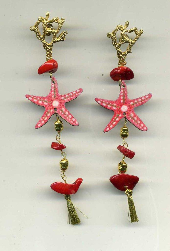 ORECCHINI pendenti con grande stella marina e chips di corallo
