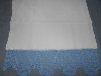Asciugamano di lino con pizzo all'uncinetto in stile vintage.