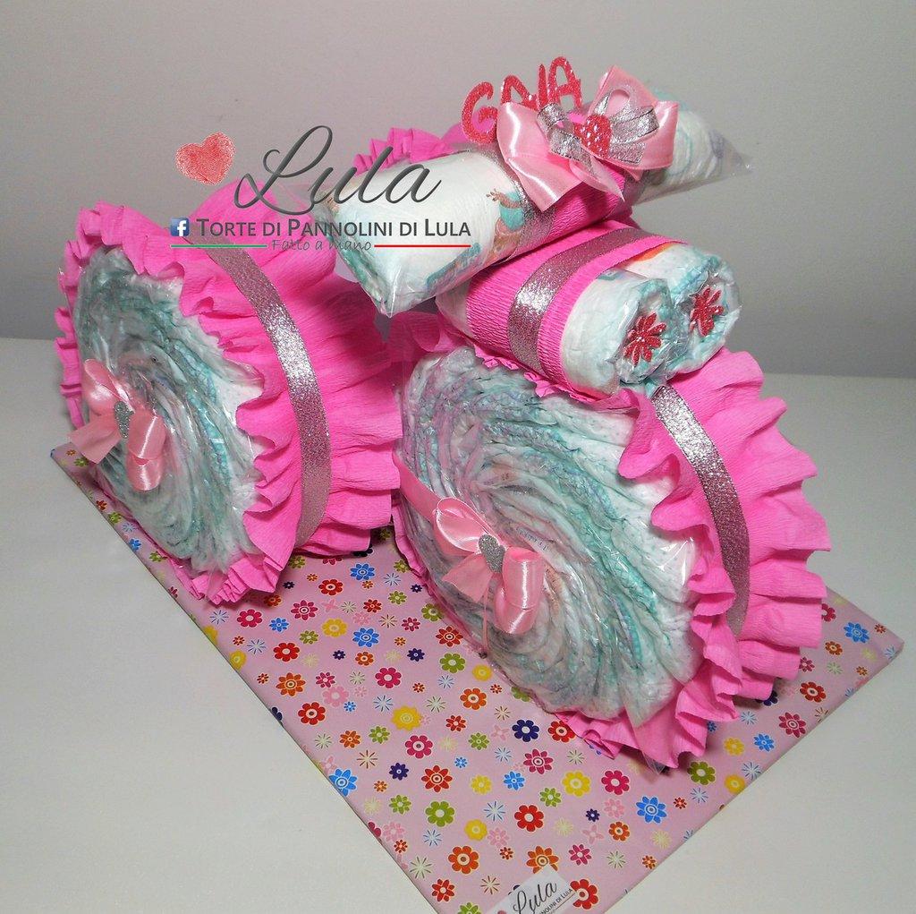 Torta di Pannolini Pampers triciclo idea regalo nascita battesimo baby shower