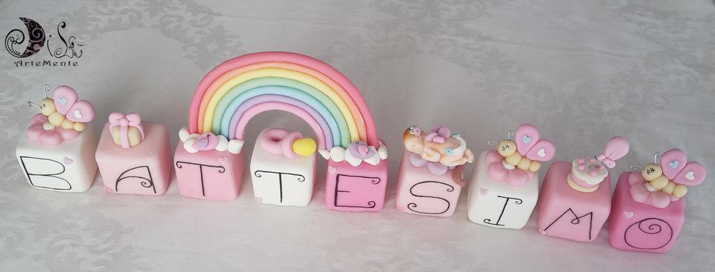 Cake topper cubi con farfalle e bebè in scala di rosa e arcobaleno 9 cubi 9 lettere