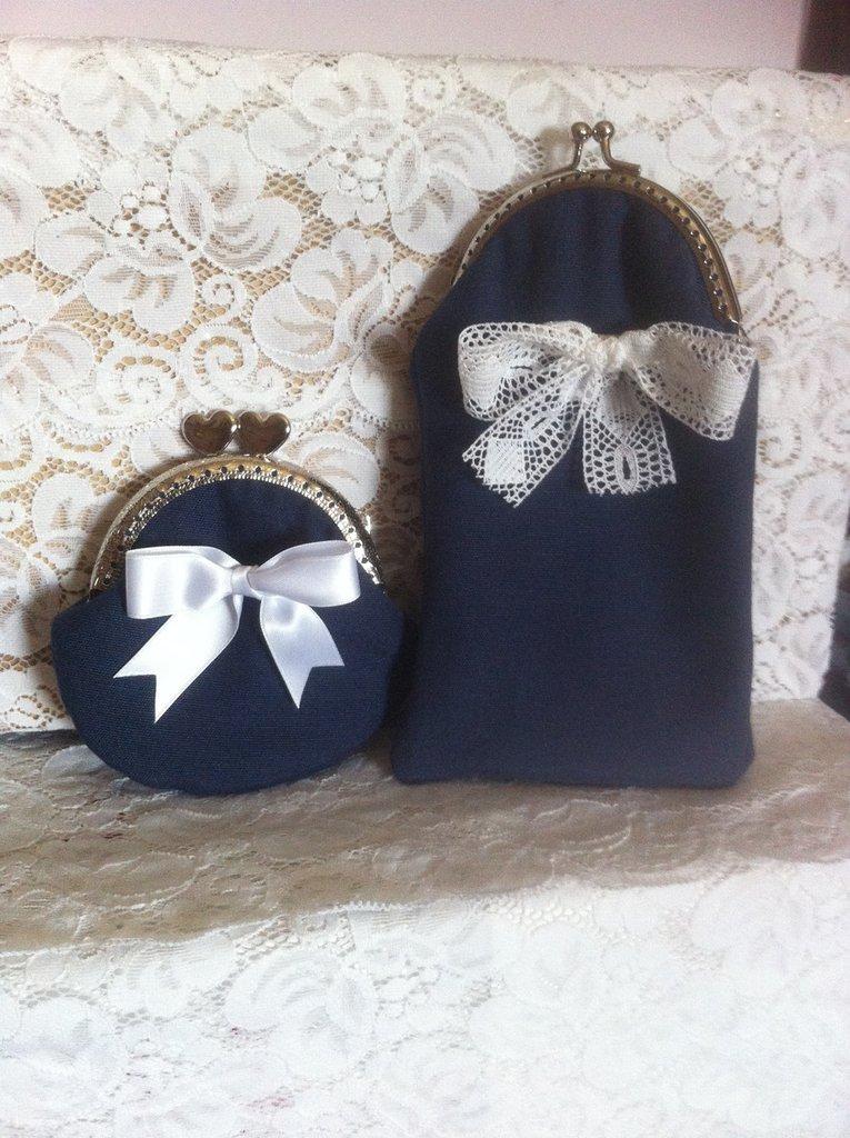 set portaocchiali + portamonete blu con fiocchi bianchi