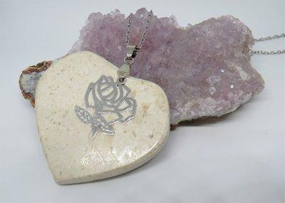 Collana in acciaio con ciondolo cuore in pietra dura naturale realizzato a mano