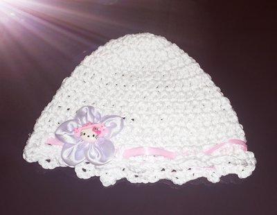 Cappellino  in cotone realizzato ad uncinetto