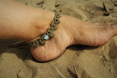 Cavigliera in macramè con opalite