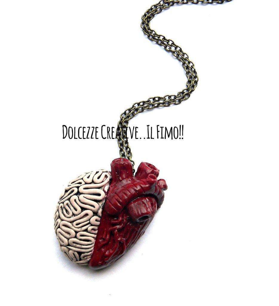 Collana  - testa o amore? - Mezzo cuore anatomico mezzo cervello - idea regalo handmade in fimo