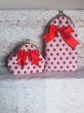 set portaocchiali + portamonete bianco a pallini rossi e fiocco rosso