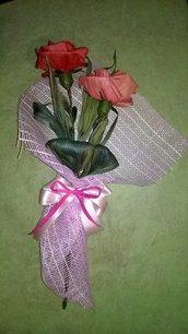 Bouquet di rose in cartoccio