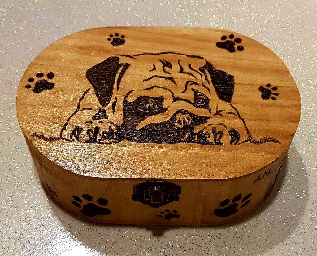 Cofanetto in legno inciso