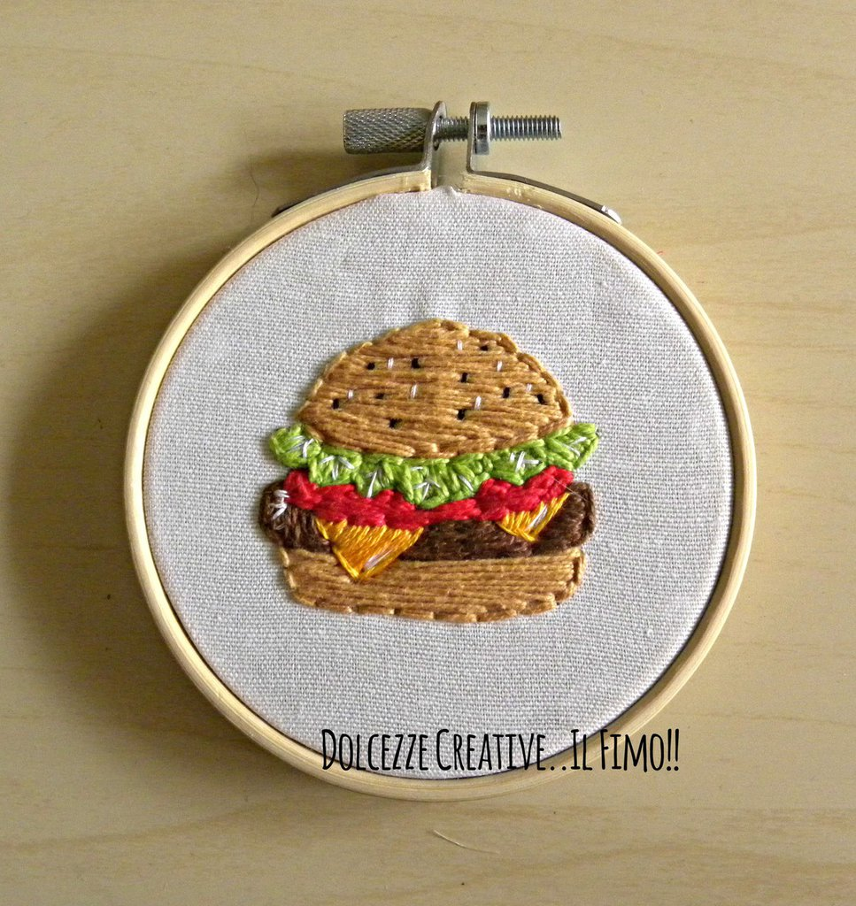 MINI Ricamo in telaio - Embroidery -Hamburger panino con formaggio, insalata, pomodoro- idea regalo kawaii handmade