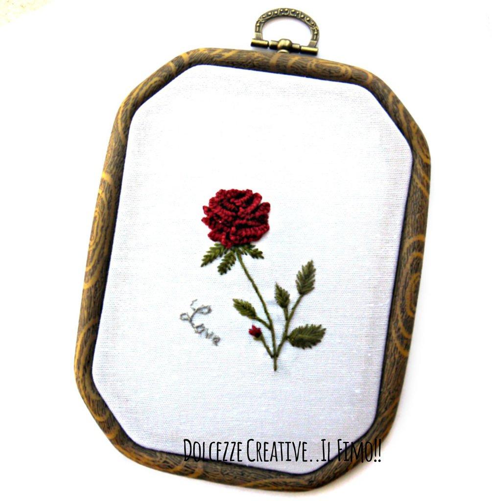 """Ricamo in telaio - ottagonale - Rosa borgogna e scritta """"love"""" - idea regalo fidanzata - mamma - kawaii"""