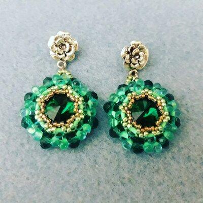 Orecchini smeraldo con drop beads