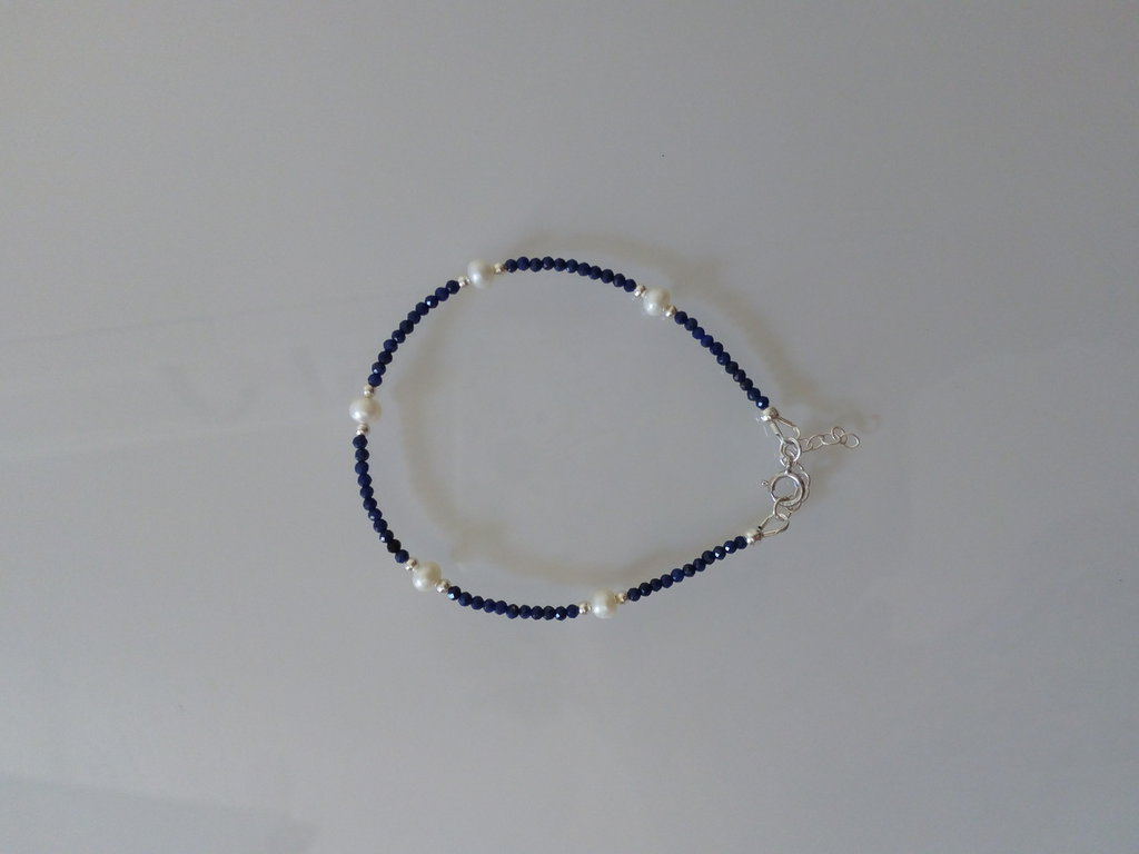 Braccialetto in lapislazzuli perle di fiume e argento