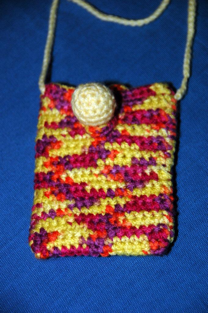 Portacellulare di lana ad uncinetto