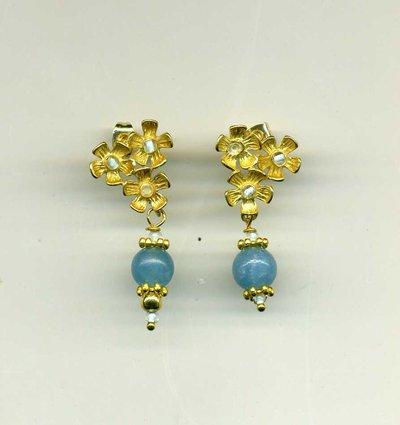 Piccoli orecchini floreali azzurri