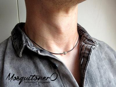 Collana uomo girocollo stile minimal semplice con ciondolo a nodo in Argento 925 su cordino in cuoio nero