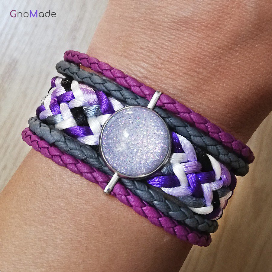 BRACCIALETTO TWIST 13 - con cordini intrecciati lilla, viola, bianco, grigio e nero + cabochon glitter NICHEL FREE