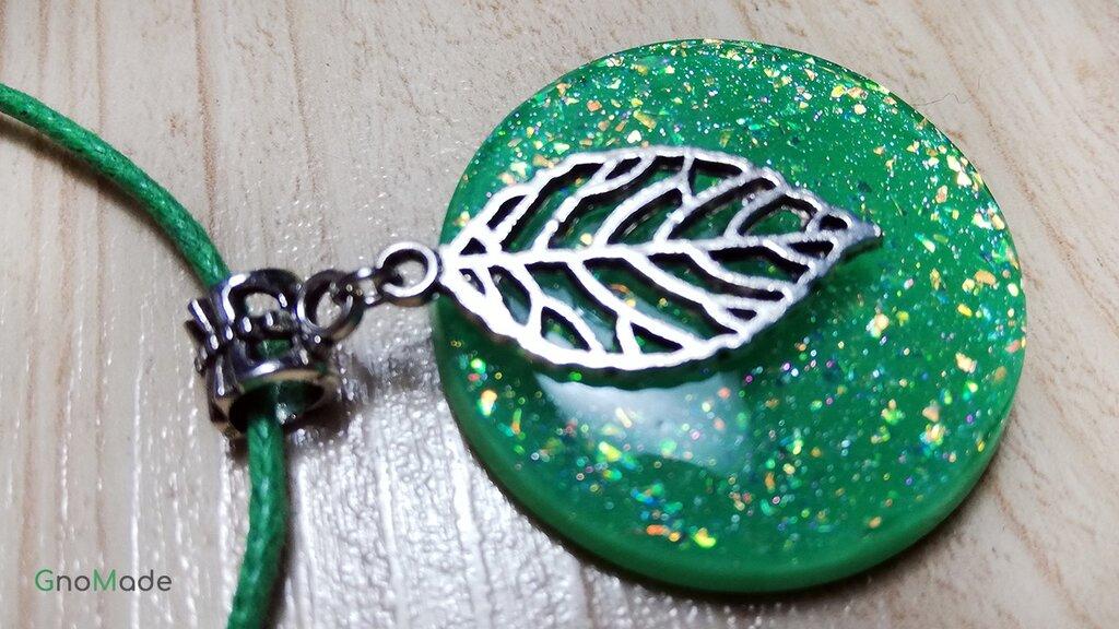 COLLANA FOGLIE 7 - con medaglione verde e flakies multicolore