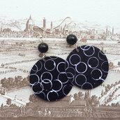 orecchini pendenti fantasia bianco e nero