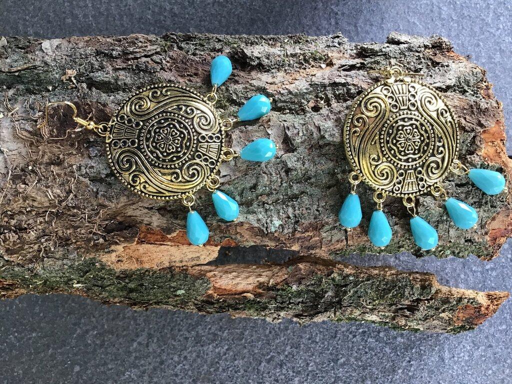 Orecchini importanti, stile etnico-chic con gocce di cristallo turchese