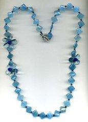 COLLANA azzurra in angelite con fiori in resina trasparente azzurra e lapislazzuli