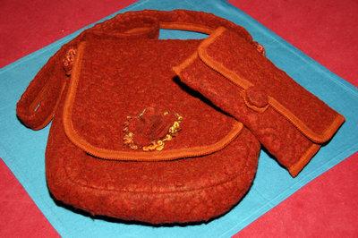 Borsa e portafogli di lana cotta color mattone