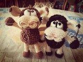 Mara (brown) and Pena (black) sheep § Pecorelle Mara(marrone) e Pena (nera) § Hand Knitted (rochet) Toys