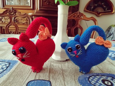 Red and Blue Heart Kittens § Gattini cuore Rosso e Blu § Hand Knitted (Crochet) Toys