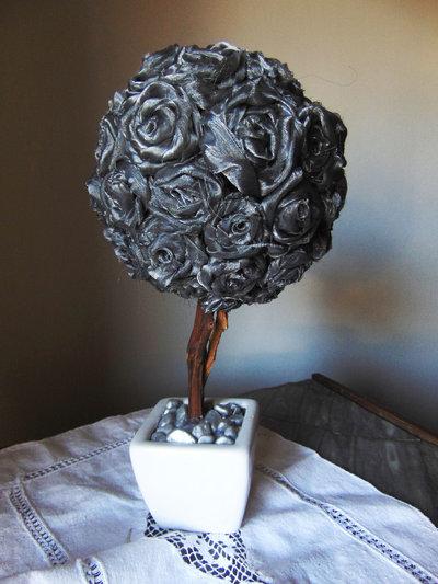 Alberello di rose in organza grigia