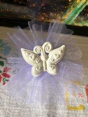 Farfalla sorridente con cuori su tulle