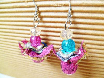 Orecchini di stoffa e perline