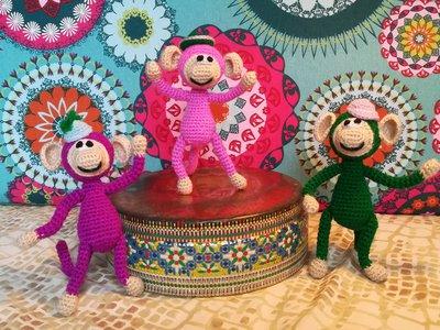 Monkey dancers § Scimmiette danzatrici § Hand Knitted Toys