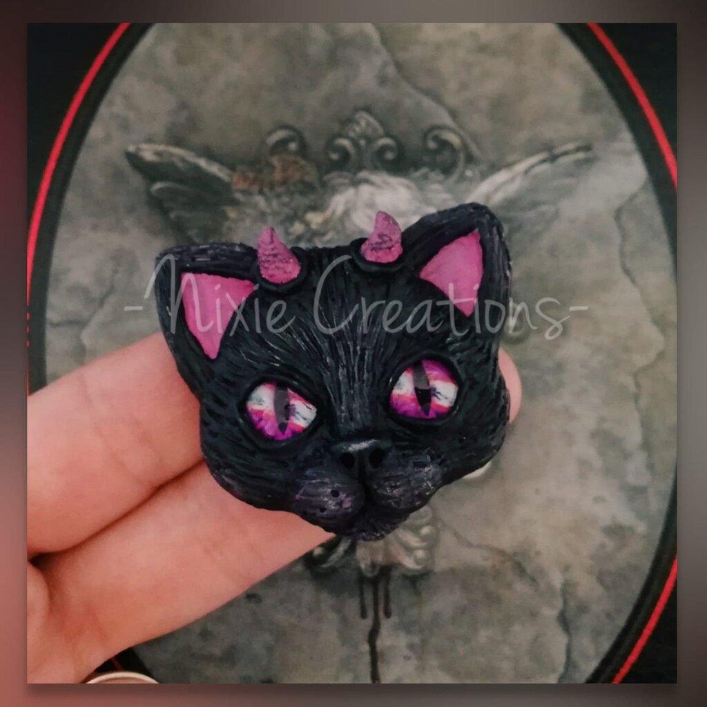 Calamita Demon Cat - Fucsia