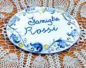 targa ovale fuoriporta di ceramica dipinta a mano con decorazioni blu in cornice da personalizzare con nome