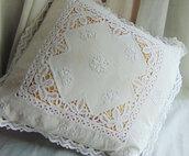 Cuscino romantico vintage ricamato
