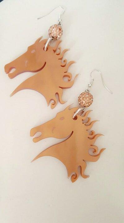 orecchini modello  cavalli