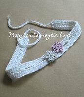 Fascetta bianca neonata/bambina - fiorellini grigio e rosa - uncinetto - Battesimo - fatta a mano