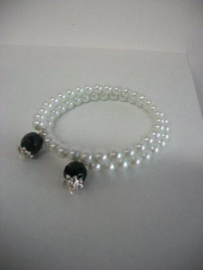 Bracciale con filo armonico, perle e semicristalli