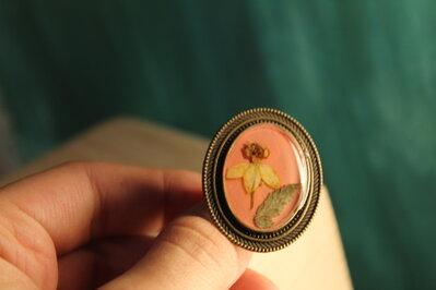 anello vintage con fiore giallo